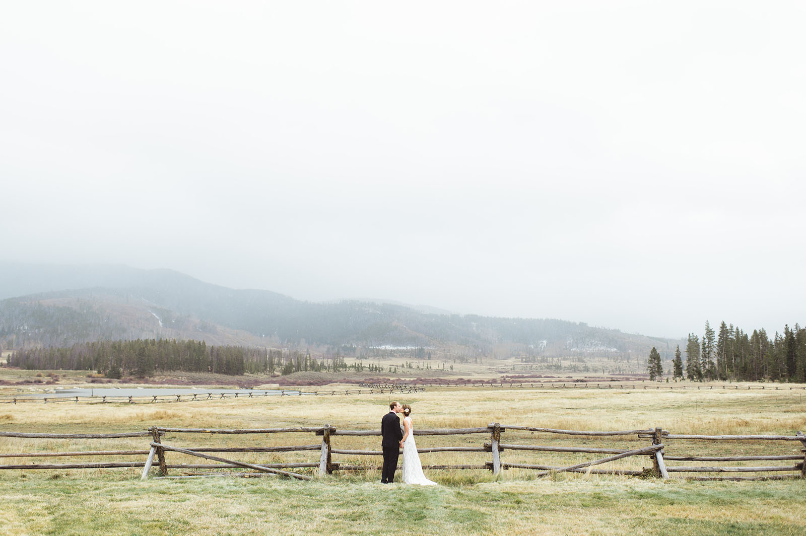 denver wedding photo devils thumb ranch
